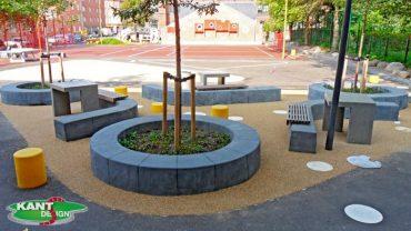 På Guldberskole på Nørrebro støbte vi ca. 350 meter 4ox40 cm koksgrå betonkant, flere steder blev der sat træ bænk på kanten.