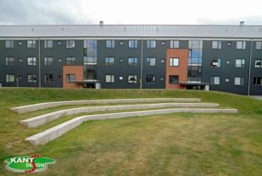 Et andet amfibie teater støbte vi for Skælskør boligselskab i farven Sienna.